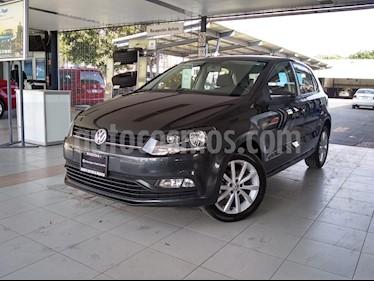 Foto Volkswagen Polo 1.6L Comfortline 5P usado (2019) color Gris precio $230,000