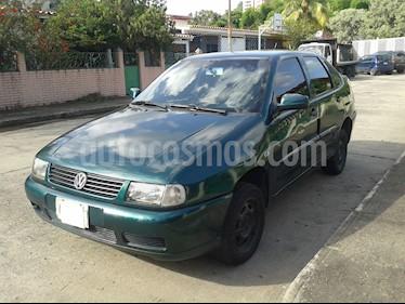 Volkswagen Polo  1.6L usado (2001) color Verde precio u$s1.000