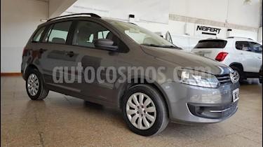 Foto venta Auto usado Volkswagen Suran 1.6 Track (2014) color Gris Oscuro precio $370.000