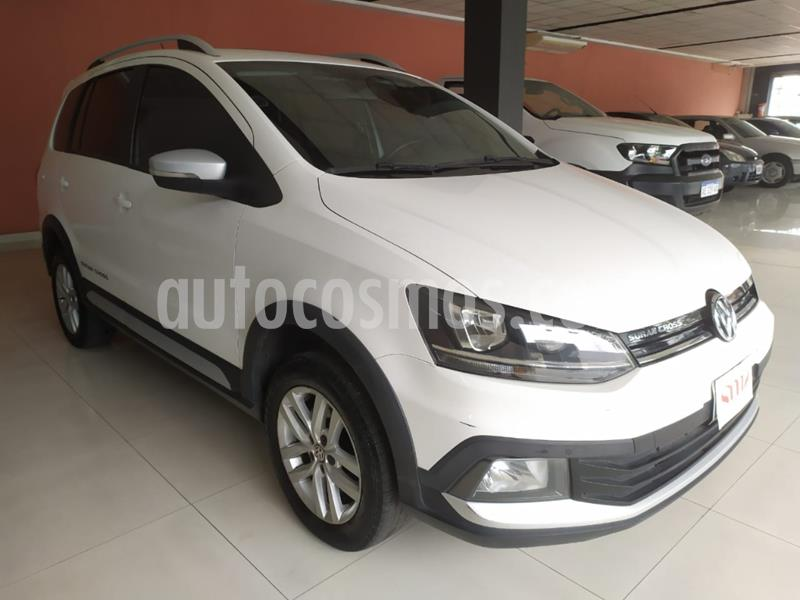 foto Volkswagen Suran Cross 1.6 Highline usado (2015) color Blanco precio $950.000