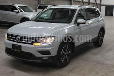 Volkswagen Tiguan Comfortline 5 Asientos Piel usado (2018) color Plata precio $357,900