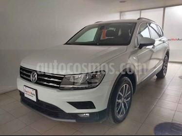 Volkswagen Tiguan Comfortline 5 Asientos Piel usado (2018) color Blanco precio $375,000