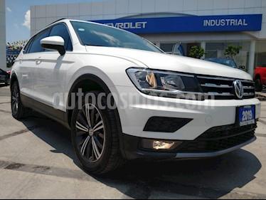Foto Volkswagen Tiguan Comfortline 5 Asientos Piel usado (2019) color Blanco precio $408,000