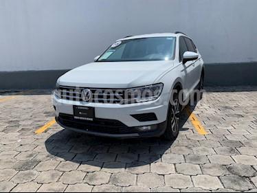 foto Volkswagen Tiguan Comfortline 5 Asientos Piel usado (2018) color Blanco precio $405,000