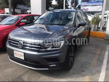 Foto Volkswagen Tiguan Comfortline 5 Asientos Piel usado (2019) color Gris precio $436,000