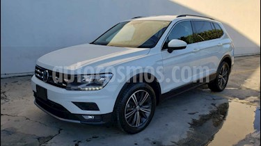 Foto Volkswagen Tiguan Comfortline 7 Asientos Tela usado (2019) color Blanco precio $369,800