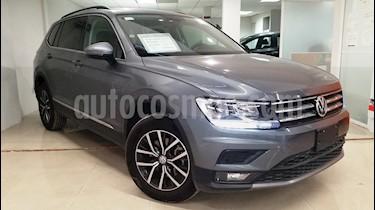 Foto venta Auto Seminuevo Volkswagen Tiguan Comfortline 7 Asientos Tela (2018) color Gris Platino precio $415,000