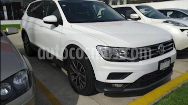 Foto venta Auto Seminuevo Volkswagen Tiguan Comfortline (2018) color Blanco precio $434,000