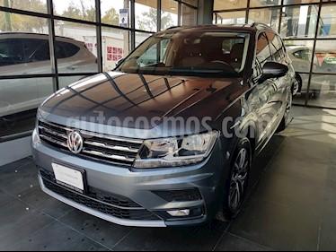 Foto venta Auto Seminuevo Volkswagen Tiguan Comfortline (2018) color Gris Platino precio $390,000