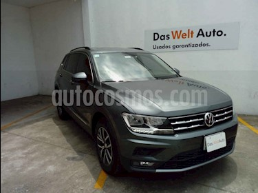 foto Volkswagen Tiguan Comfortline usado (2018) color Gris precio $359,999