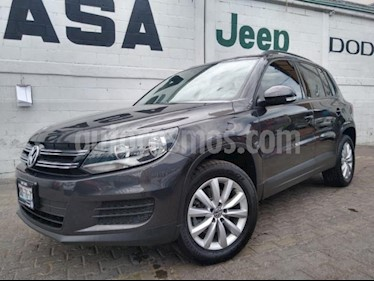 Volkswagen Tiguan 5P TRACK | FUN 2.0T TIPTRONIC PIEL QCP F.NIEBLA R usado (2016) color Gris precio $330,000