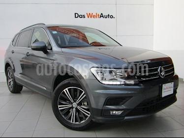 Volkswagen Tiguan Comfortline 5 Asientos Piel usado (2019) color Gris Platino precio $443,000