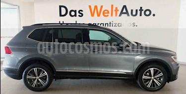 Foto Volkswagen Tiguan Comfortline 5 Asientos Piel usado (2019) color Gris precio $435,000