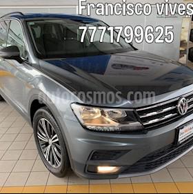 Foto Volkswagen Tiguan Comfortline 7 Asientos Tela usado (2019) color Gris precio $419,900