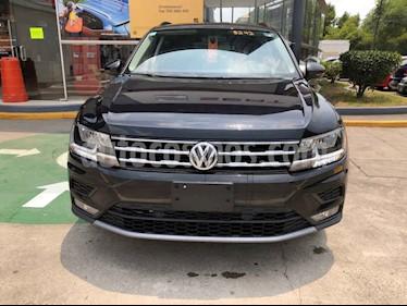 Volkswagen Tiguan 5 pts. Comfortline 3ª Fila usado (2018) color Negro precio $373,990
