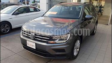 Foto Volkswagen Tiguan Trendline Plus usado (2019) color Gris precio $368,000
