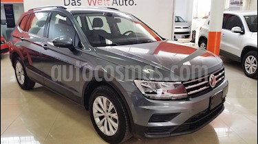 Foto venta Auto Seminuevo Volkswagen Tiguan Trendline Plus (2018) color Gris Platino precio $365,000