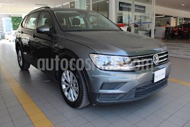 Foto venta Auto usado Volkswagen Tiguan Trendline Plus (2019) color Gris Platino precio $387,000
