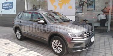 Foto venta Auto Seminuevo Volkswagen Tiguan Trendline (2018) color Gris Platino precio $390,000