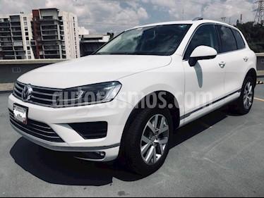 Foto Volkswagen Touareg 4.2L V8 FSI usado (2015) color Blanco precio $550,000