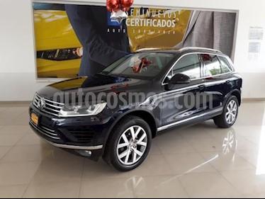 Foto Volkswagen Touareg 5P V8 TIPTRONIC DVD GPS QCP F. LED RA-19 4X4 usado (2015) color Azul precio $481,900