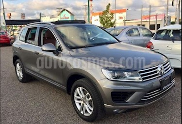 Volkswagen Touareg 3.2L V6 usado (2016) color Gris Oscuro precio $490,000