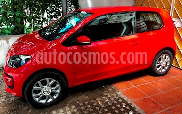 Volkswagen up! 3P 1.0 high up! usado (2015) color Rojo Flash precio $330.000