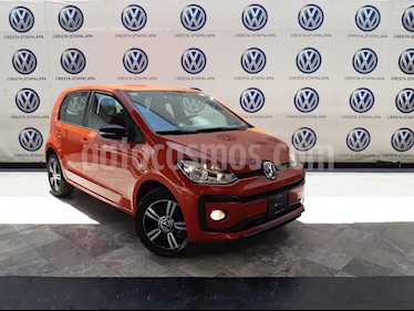 Volkswagen up! Connect usado (2018) color Naranja Metalico precio $189,000