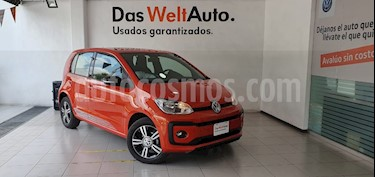 Foto Volkswagen up! Connect usado (2018) color Naranja Metalico precio $209,000