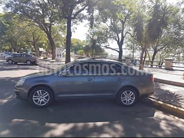 Foto venta Auto usado Volkswagen Vento 2.5 FSI Advance (2010) color Gris Platinium