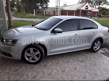 foto Volkswagen Vento 2.5 FSI Luxury Tiptronic usado (2014) color Gris Claro precio $740.000