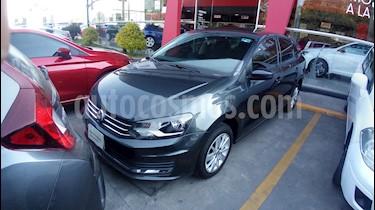 Foto venta Auto Seminuevo Volkswagen Vento Comfortline Aut (2018) color Gris Carbono