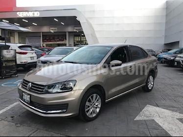 Foto venta Auto Seminuevo Volkswagen Vento Comfortline (2017) color Dorado precio $175,000