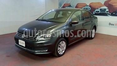 foto Volkswagen Vento Comfortline Aut usado (2019) color Gris Carbono precio $219,000