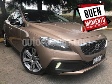 Foto venta Auto Seminuevo Volvo V40 Cross Country Ambition AWD Aut T5 (2015) color Dorado precio $290,000