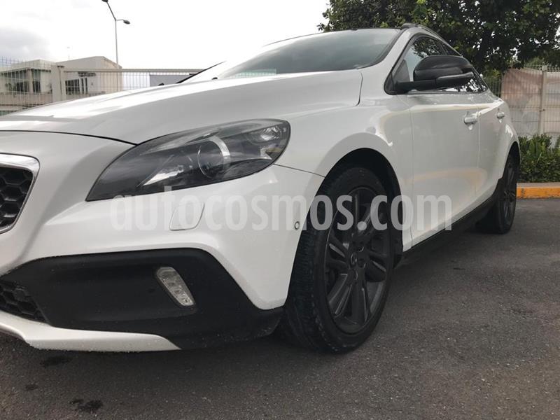 Volvo V40 Cross Country Momentum T4 usado (2016) color Blanco Perla precio $253,000