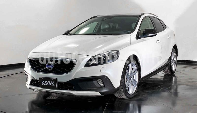 Volvo V40 Cross Country Evolution usado (2014) color Blanco precio $229,999