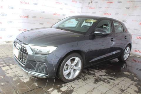 Audi A1 Version usado (2021) color Gris precio $560,000