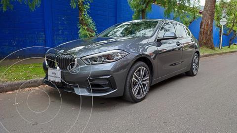 BMW Serie 1 118i Sport Line R17 usado (2020) color Plata precio $101.900.000