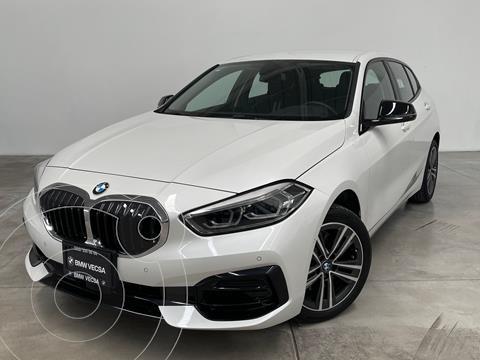 BMW Serie 1 5P 118iA usado (2021) color Blanco precio $687,300
