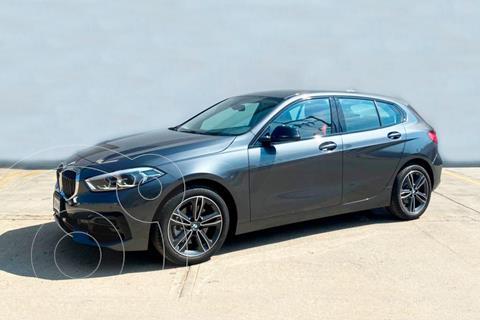 BMW Serie 1 5P 118iA usado (2021) color Gris precio $717,900