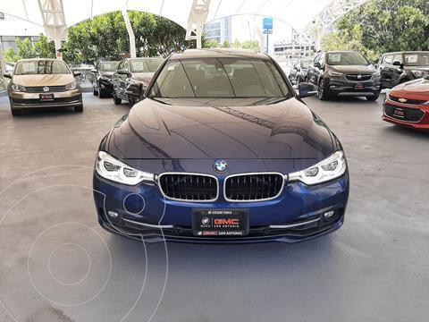 BMW Serie 3 320iA Sport Line usado (2017) color Azul Marino precio $394,900