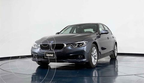 BMW Serie 3 320i usado (2017) color Gris precio $372,999
