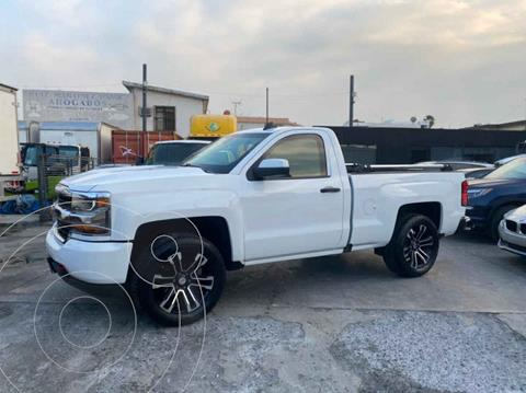Chevrolet Silverado 1500 Version usado (2017) color Blanco precio $1,389,800