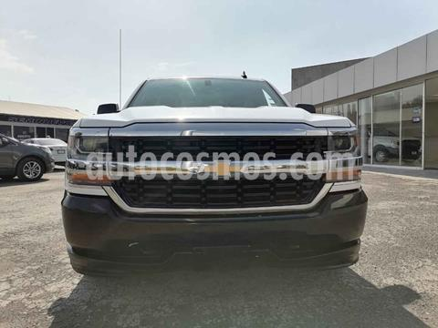 Chevrolet Silverado 1500 Version usado (2017) color Blanco precio $300,000
