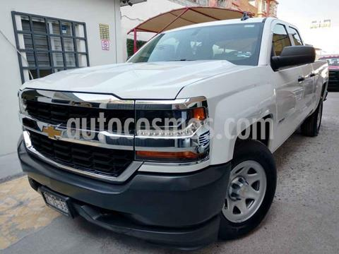 Chevrolet Silverado 1500 4x2 Doble Cabina LS On Star usado (2018) color Blanco precio $459,000