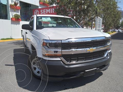 Chevrolet Silverado 1500 LS Cab Reg  A/A Radio Aut usado (2017) color Blanco precio $310,000