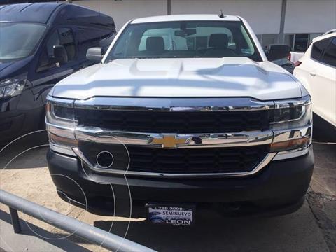 Chevrolet Silverado 1500 LS, REG. CAB. 4X2 V6, AUTOMATICA CON RADIO AM/FM, usado (2017) color Blanco precio $329,000