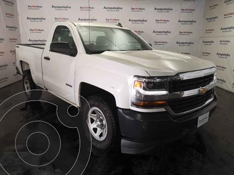Chevrolet Silverado 3500 Version usado (2018) color Blanco precio $399,990