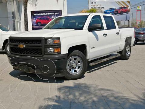 Chevrolet Silverado 3500 4x2 Doble Cabina Paq E usado (2015) color Blanco precio $350,000